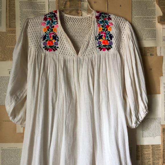 8c1cf32877457 Vintage 70s gauze hippie embroidered top flower M.  M 5b67500b9264af1ae4c51be7